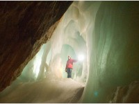 Ice Caving ©inspiration point