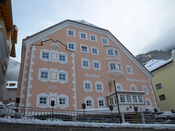 Hotel Goldener close to the museum